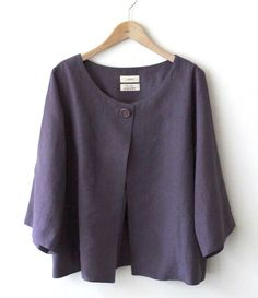 I love the simple shape of this jacket, and that colour! Diy Clothes Tops, Clothes For Women, Dress Sewing Patterns, Clothing Patterns, Chic Outfits, Fashion Outfits, Sweater Refashion, Stylish Tops, African Fashion Dresses