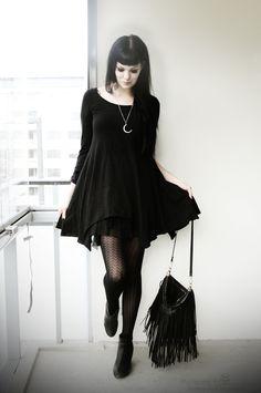 Simple all black outfit with asymmetric dress, stockings and heels. Source by batsandbones dresses idea Basic Fashion, Dark Fashion, 70s Fashion, Gothic Fashion, Fashion Outfits, Fashion Tips, Fashion Men, Alternative Outfits, Alternative Mode