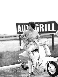 Risultati immagini per lambretta mods Piaggio Scooter, Vespa Lambretta, Vespa Girl, Scooter Girl, Girl Bike, Motor Scooters, Vespa Scooters, 80s Ads, Foto Picture