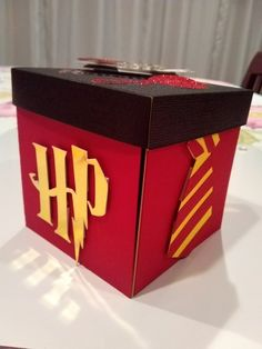 Harry Potter Exploding Box - Harry Potter Exploding Box The Effective Pictures We Offer You About simple crafts A quali - Harry Potter Diy, Harry Potter Gift Box, Harry Potter Presents, Cadeau Harry Potter, Potter Box, Anniversaire Harry Potter, Theme Harry Potter, Harry Potter Birthday, Harry Potter Cards