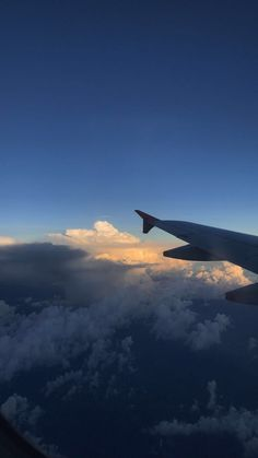Trendy wallpaper, wallpaper for your phone, i wallpaper, cute wallpapers, airplane window Sky Aesthetic, Travel Aesthetic, Airplane Photography, Travel Photography, Airplane Window View, Cool Photos, Beautiful Pictures, Pretty Sky, Above The Clouds