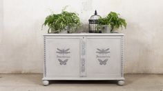 MATERIALES NECESARIOS:          Chalk Paint     Auxiliares Chalk Paint     Stencil          Cada dia cobra más importancia  el reciclaje, el cuidado del medio ambiente y el consumo  ...