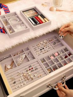 Jewelry Closet, Space Jewelry, Jewelry Drawer, Jewelry Tray, Jewellery Storage, Diy Jewelry Organizer Drawer, Earring Storage, Small Closet Organization, Jewelry Organization