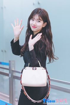 Suzy (수지) is a South Korean actress and solo singer under Management SOOP. Suzy debuted as a member of MissA in March 2010 under JYP En. Bae Suzy, Korean Bangs, Korean Birthday, Miss A Suzy, My Love From The Star, Korean Actresses, Beautiful Asian Girls, Korean Beauty, Me As A Girlfriend