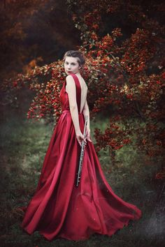 Éterická diva s flétnou - Glami. Diva, Victorian, Dresses, Fashion, Gowns, Moda, Fashion Styles, Divas, Dress