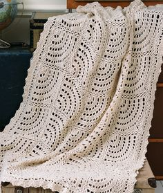 Swirling Fans Throw Crochet Pattern   Red Heart ✭Teresa Restegui http://www.pinterest.com/teretegui/ ✭