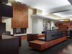 CannonDesign's interior design work helped Metropolitan Capital Bank opened a new bank location to enter a marketplace for the emerging affluent.