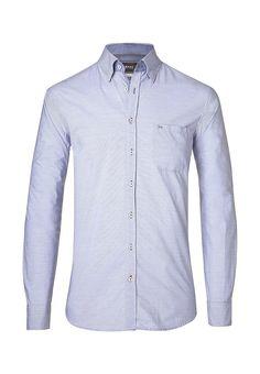 Blau ist das große Thema bei den Herrenhemden. Es wird einfach nicht langweilig, gerade dann, wenn es wie bei diesem Hemd über eine Minimaldessinierung sehr smart und modern in Szene gesetzt wird. Damit erlebt das Hemd einen wahren Schub zum trendigen Stylingelement. Form: Fit: gerader Schnitt, Material: besteht aus reiner Baumwolle, als hochwertiges Kompaktgarn gewebt, hervorragender Tragek... . . . . . der Blog für den Gentleman - www.thegentlemanclub.de/blog