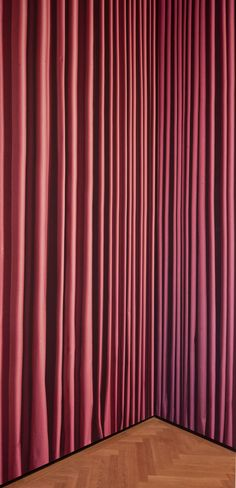 the curtain that is no curtain by thomas demand @ städel-museum, frankfurt
