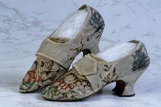 Shoes: Latchet Shoes – Style is art Vintage Boots, Vintage Outfits, Vintage Fashion, Northampton Shoes, 1920s Shoes, Victorian Shoes, Old Shoes, Women's Shoes, Rococo Fashion