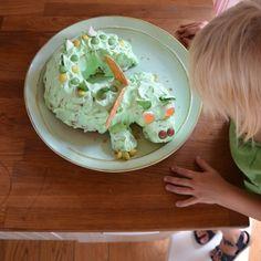 Eine Drachenparty zum vierten Geburtstag - wasfürmich Kreative Snacks, Dragon Birthday Parties, Home Baking, Kids Corner, Avocado Toast, Guacamole, Healthy Recipes, Breakfast, Ethnic Recipes