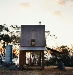 TINY HOUSE - Interesting little house - modern openness (windows),  farmhouse  looking metal roof & silo (?) ginandbird:    perfect…