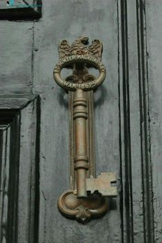 Skeleton key door knocker