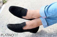Loafers hechos en México negro diseño rombo $699 de venta exclusiva en Tiendas Platino  www.tiendasplatino.com.mx www.facebook.com/tiendaplatino #HechoenMexico #Loafers #LoafersMexico #Slippers #SlippersMexico #Modamexicana #menstyle #mensfashion #modahombres #calzadomexico #mexico #ropamexicana #menswear #men #calzado #Platino #Cassiusshoes  #TiendasPlatino #fashion #shoes #menstyle #menshoes #style #look