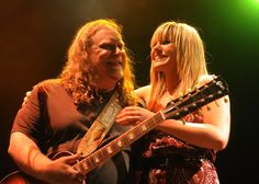Grace Potter and Warren Haynes with a 12-string Gibson Les Paul. Amazing writer, singer and above all; player. Allman Brothers and Gov't Mule.