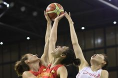 Spain's forward Alba Torrens (C) and China's forward Sun Mengxin jump for the ball during a Women's round Group B basketball match between China and Spain at the Youth Arena in Rio de Janeiro on August 10, 2016 during the Rio 2016 Olympic Games. / AFP / JAVIER SORIANO