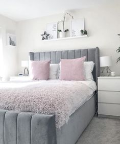 There are a lot of natural ways of decorating your bedroom. For example, you can use natural gifts like wonderful looking sea shells, glass, pine cones etc. Using these items can result in a brilliant texture to the bedroom decoration. Teen Bedroom Designs, Room Design Bedroom, Bedroom Decor For Teen Girls, Room Ideas Bedroom, Home Room Design, Small Room Bedroom, Home Decor Bedroom, Dream Bedroom, Stylish Bedroom