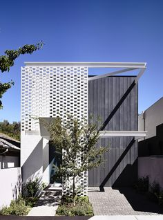 Narrow House Design Cleverly Adapted to Its Site in Melbourne, Australia - http://freshome.com/2014/11/05/narrow-house-design-cleverly-adapted-to-its-site-in-melbourne-australia/