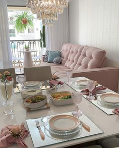 What a cool room with a table set to inspire this wonderful Sunday . Best Living Room Design, Interior Design Living Room, Living Room Designs, Living Room Decor, Bedroom Decor, Home Design Decor, Home Decor Furniture, Table Settings, Rosa Pink