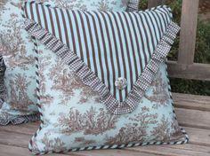 Funda de almohada del país francés, Aqua Toile almohada sobre estilo con botón y…