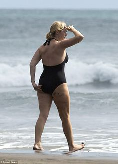 Kate Winslet Bares Curvy Beach Body During Getaway To New Zealand Kate Winslet Bikini, Kate Winslate, British Academy Film Awards, Old Movie Stars, Rachel Weisz, Swimming Costume, English Actresses, Black Swimsuit, Leonardo Dicaprio
