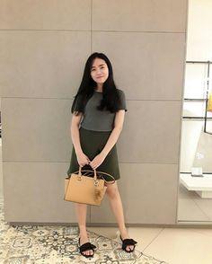 Top : the executive Skirt : the executive Bag : vnc Sandal : local brand