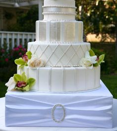 WEDology by Dejanae Events: A Nod To The Wedding Cake Stand