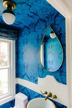 Oooh that teardrop mirror! Blue power damask in powder room. Damask Wallpaper, Bathroom Wallpaper, Damask Bathroom, Wallpaper Ceiling, Mirror Bathroom, Bathroom Modern, Wallpaper Decor, Washroom, Bathroom Interior