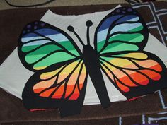 Tute for how she made the giant rainbow butterfly applique - ingenius! Butterfly Quilt, Rainbow Butterfly, Butterfly Pattern, Butterfly Design, Quilt Block Patterns, Applique Patterns, Applique Designs, Applique Tutorial, Machine Embroidery Applique