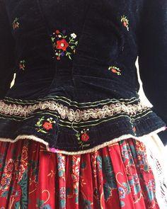 #detail #kazári #bélelt #kabát Hungarian Embroidery, Folk Embroidery, Learn Embroidery, Embroidery Patterns, Folklore, Countryside Fashion, Short Frocks, Folk Clothing, Russian Folk