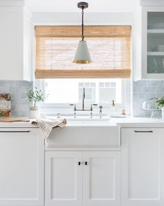 A woven shade can bring organic texture and warmth to a kitchen. We love this dramatic transformation by Marissa Cramer featuring our custom Woven Wood Shade in Photo by Amy Bartlam. Design Set, House Design, Kitchen Window Decor, Kitchen Windows, Kitchen Window Shelves, Bay Window Treatments, Window Coverings, Window Over Sink, Kitchen Blinds Above Sink