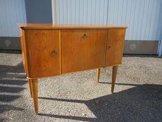 kotimaiset 50 luvun kankaat - Google-haku Credenza, Cabinet, Storage, Google, Furniture, Vintage, Design, Home Decor, Clothes Stand