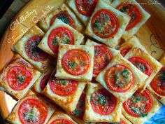 Blätterteig-Tomaten-Quadrate, Tomaten-Quadrate, Blätterteig-Quadrate