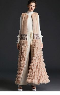 Fashion Style Women Night Jackets 59+ Ideas #fashion Fur Fashion, Royal Fashion, Fashion Week, Fashion Details, Fashion Art, Winter Fashion, Fashion Show, Fashion Looks, Womens Fashion