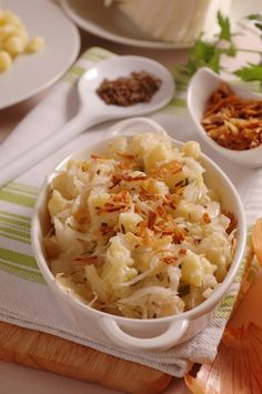 Jesenný životobudič: Zemiakové strapačky s kyslou kapustou Cabbage, Pizza, Eastern Europe, Vegetables, Health, Food, Health Care, Veggies, Vegetable Recipes