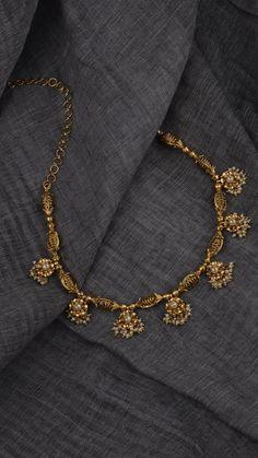 Moti kundan Royal jewellary – bestlooks Source by namramiski Jewelry Gold Jewelry Simple, Light Weight Gold Jewellery, Fine Jewelry, Gold Jewellery Design, Indian Gold Jewellery, 1 Gram Gold Jewellery, Pakistani Jewelry, Schmuck Design, Gold Bangles
