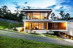 Having a house with a modern feel is indeed everyone's dream. You can stay in a residential with a modern atmosphere that certainly looks very charming. By choosing a home with a modern desig… House Design Photos, Small House Design, Modern House Design, Design Exterior, Modern Exterior, Architecture Design, Interior Design Elements, Facade House, Home Fashion