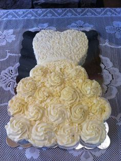 Cupcake pull apart wedding dress cake-slightly different than the usual one seen as the bodice is a regular cake cut to shape.I am going to use a heart shaped pan for the bodice Wedding Dress Cupcakes, Wedding Shower Cakes, Bridal Shower Cupcakes, Pull Apart Cupcake Cake, Pull Apart Cake, Cupcake Cake Designs, Cupcake Cakes, Cupcake Recipes, Cupcake Dress Cake