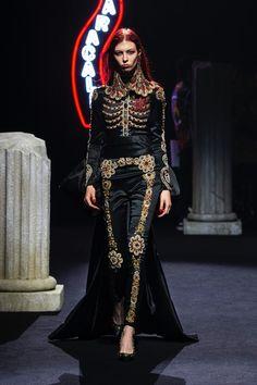 Moschino Fall 2019 Menswear Fashion Show Collection: See the complete Moschino Fall 2019 Menswear collection. Look 37 Haute Couture Style, Couture Mode, Couture Fashion, Runway Fashion, Dark Fashion, Gothic Fashion, Fashion Art, High Fashion, Womens Fashion