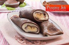 CZEKOLADOWE NALEŚNIKI Z BANANAMI CZEKOLADOWE NALEŚNIKI Z BANANAMI Składniki: 1 szklanka (250 ml) mleka 40 g gorzkiej czekolady 0,5 łyżki kakao 3/4 szklanki mąki pszennej 2 jajka 2 łyżki cukru pudru 2 łyżki masła (roztopionego) 1 łyżka ciemnego rumu szczypta soli Nadzienie: 5 bananów 1 budyń śmietankowy (bez cukru) 1,5 szklanki (375 ml) mleka 2 … Chibi Food, Vegetarian Recipes, Cooking Recipes, Food Drawing, Dessert Drinks, Banana, Candy Recipes, Fresh Rolls, Pancakes