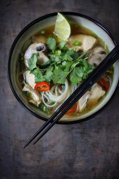 Thai Chicken Noodle Soup by feastingathome #Soup #Thai #Chicken #Nooslwa #Lemon_Grass #Ginger #Chili_Pepper