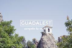 En lo alto de las montañas de Alicante se esconde este pueblecito tan particular. Es curioso que a pesar de ser un lugar turístico y peculiar, muchos alicantinos no lo conocen y no han ido nunca (e…