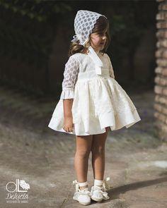 Ideas para vestir a los niños de arras Baby Girl Fashion, Kids Fashion, Little Dresses, Flower Girl Dresses, Kids Dress Patterns, Baby Girl Baptism, Diy Clothes, Baby Dress, Toddler Girl