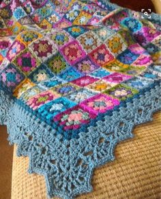 Crochet Blanket Border, Crochet Pillow Patterns Free, Granny Square Blanket, Crochet Quilt, Granny Square Crochet Pattern, Crochet Borders, Crochet Granny, Square Quilt, Crochet Stitches