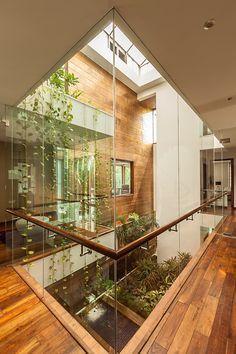 Home Room Design, Dream Home Design, Modern House Design, Home Interior Design, Interior And Exterior, Modern Houses, Atrium Design, Courtyard Design, Indoor Courtyard