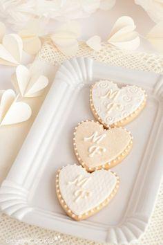 ( ^o^ ) wedding cookies Heart Cookies, Iced Cookies, Cut Out Cookies, Royal Icing Cookies, Cupcake Cookies, Sugar Cookies, Cookies Et Biscuits, Wedding Sweets, Wedding Cookies
