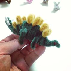 Pipe cleaner Stegosaurus - not really a finger puppet but cute anyway