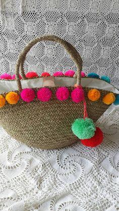 Multi coloured pom pom basket pom pom beach bag by EllennJames Diy Clutch, Diy Purse, Sacs Design, Crochet Shoulder Bags, Diy Craft Projects, Crafts, Diy Tassel, Jute Bags, Boho Bags