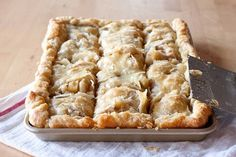 When I made this I intended to just make an Apple Slab Pie. But as … I was glad that I did because it added such a delicious finishing touch! Ingredients 1 box refrigerated pie crusts, softened
