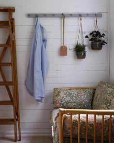 pinterest// jociiiiiiiiiiii Living Area, Living Spaces, Living Room, Shed Cabin, Up House, Home Studio, Home Hacks, Decoration, Home Projects